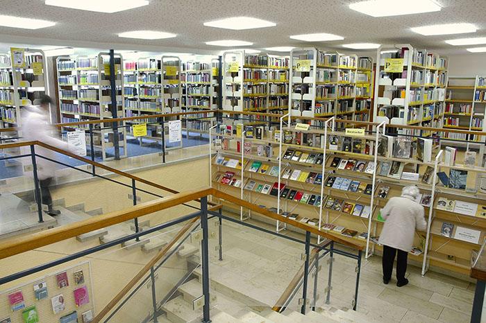 mter A-Z Erwachsenenbibliothek